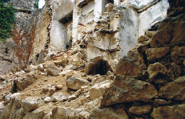 Demolizioni nel centro storico di Navelli